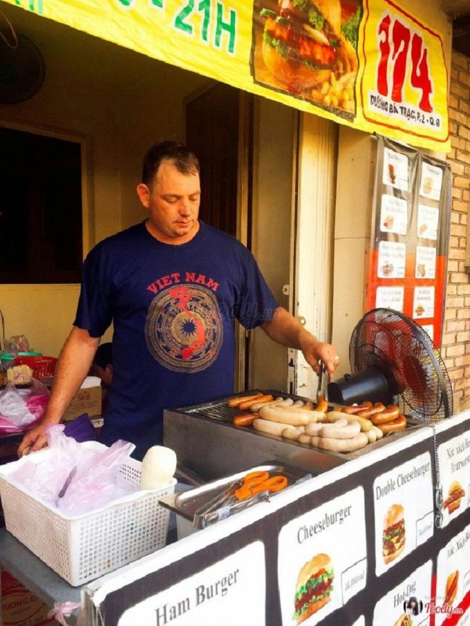 Cocina extranjera en Saigon salchicha alemana