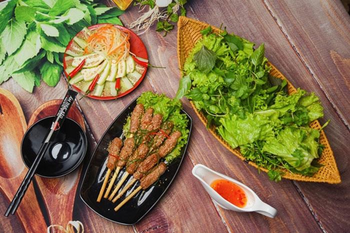 Brochetas de cerdo en Hue Vietnam