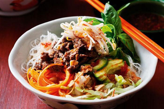 Bun Thit Nuond comida tradicional Hue Vietnam