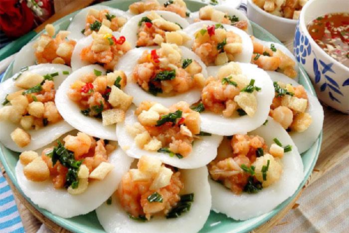 Banh beo arroz con cerdo y camarones en Hue