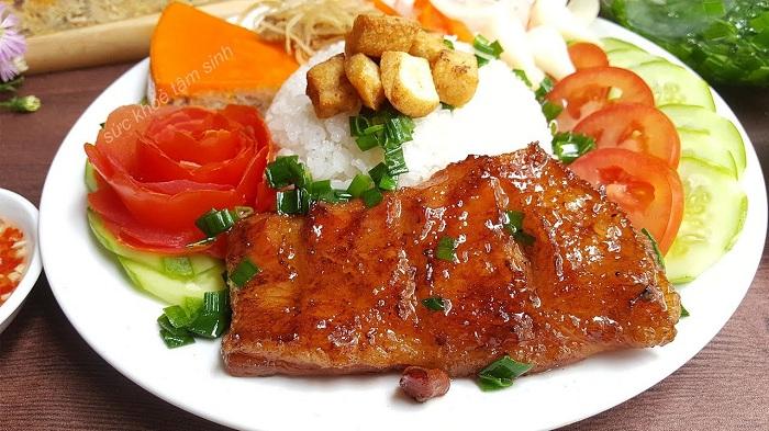 Com tam desayuno vietnamita