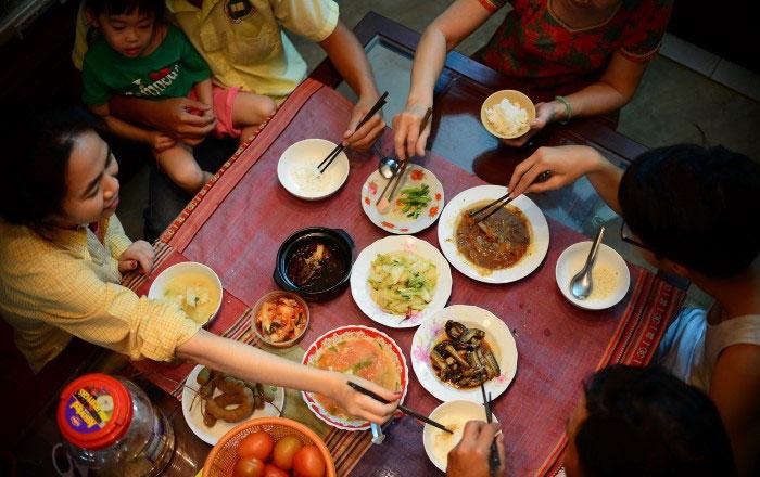La comida familiar vietnamita costumbres
