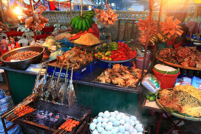 Comida en el mercado nocturno de Luang Prabang