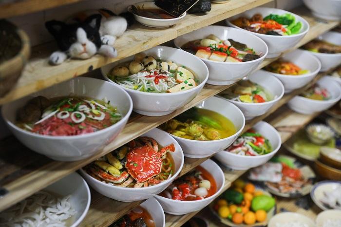 Comida tradicional durante el Tet fideos