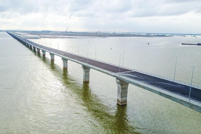 Puente maritimo para llegar a cat ba