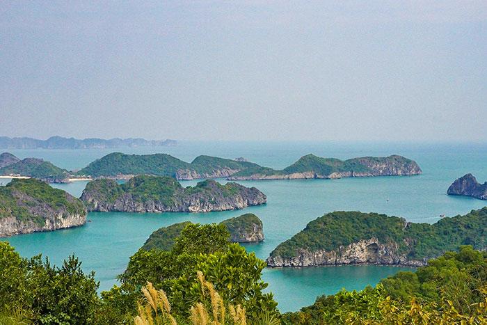 Crucero en la Bahia de Lan Ha