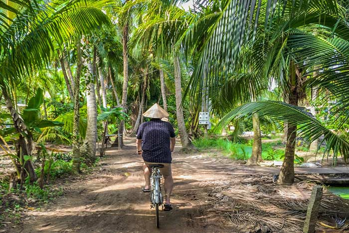 Paseo en bicicleta en el delta del mekong Vietnam