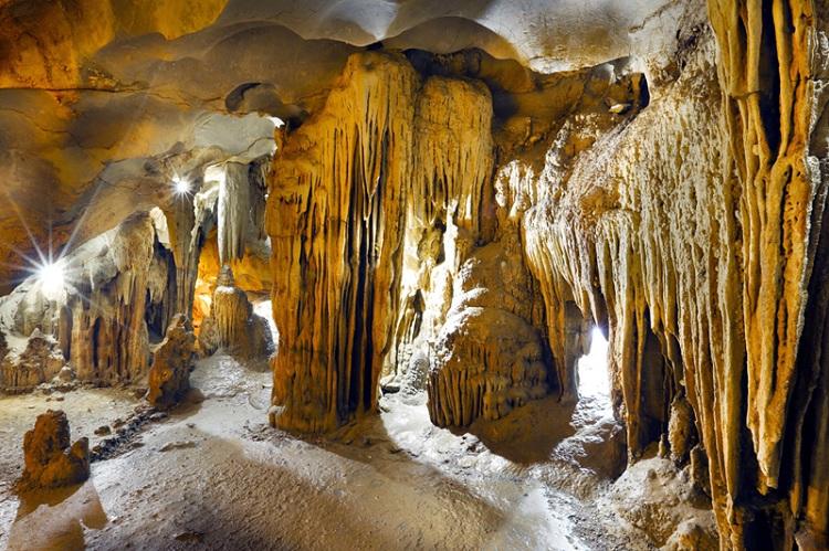 Cueva Laberinto en la Bahia de Halong