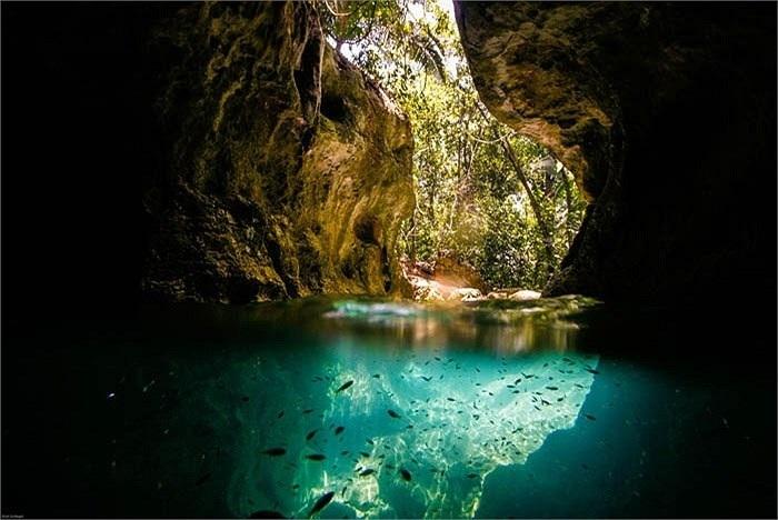 Cueva de la Virgen en la Bahia de Halong