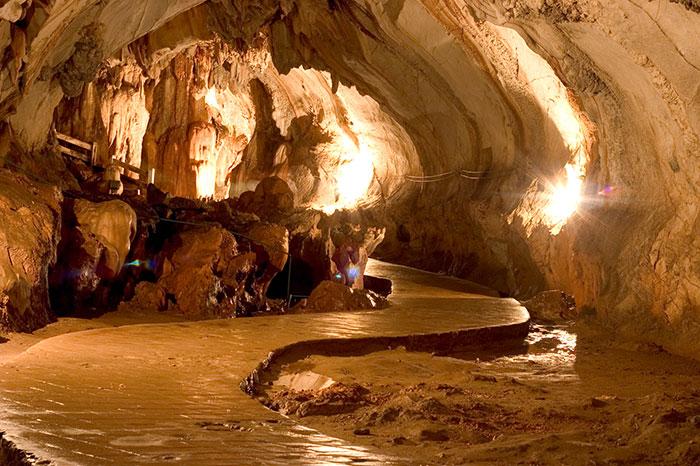 Cueva de Tham Chang