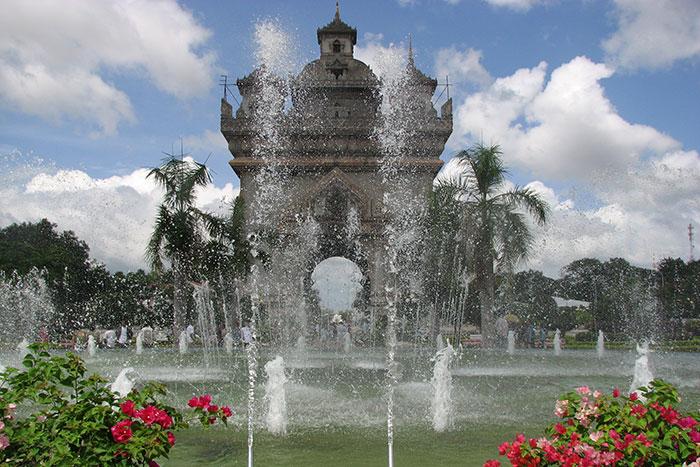 Cumbre de Patuxay en Vientiane Laos