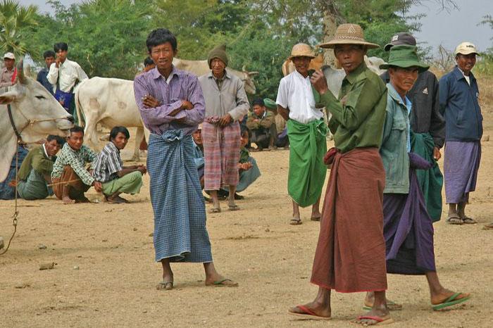 Uso de falda por los hombres en Birmania