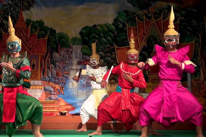 Danza tradicional en el Mekong Loas