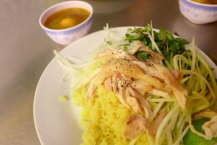 Degustacion de com ga en Hoi An