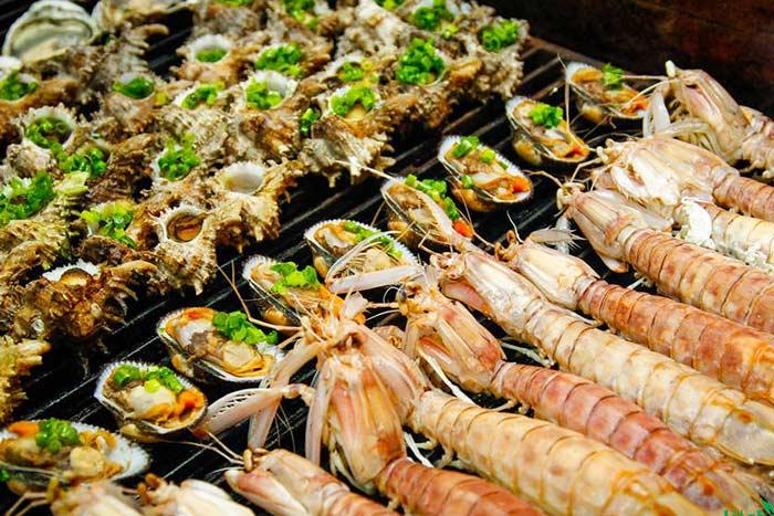 Degustacion de mariscos en la isla Cat Ba en Vietnam