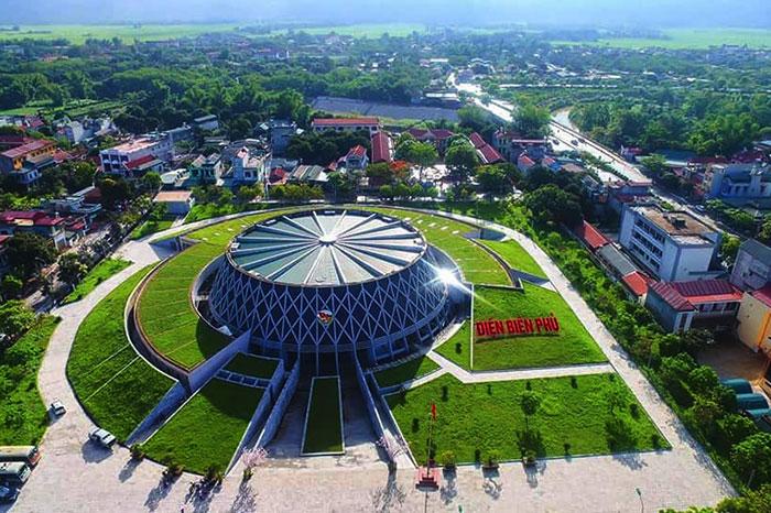 Exterior del museo de guerra en Dien Bien Phu