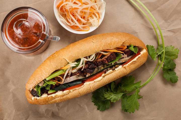 Un tipico sandwich banh mi de hanoi