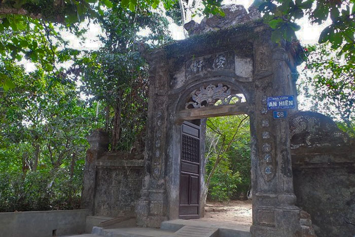Entrada a la casa jardin An Hien en Hue