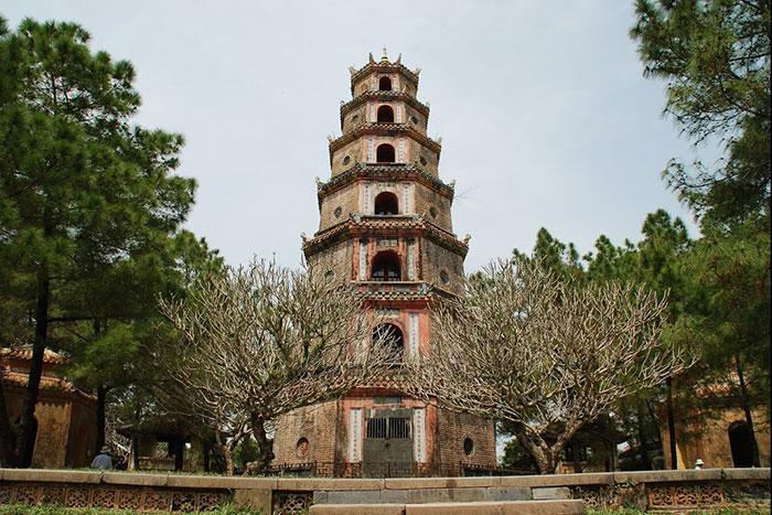 Entrada a la pagoda Thien Mu en Hue