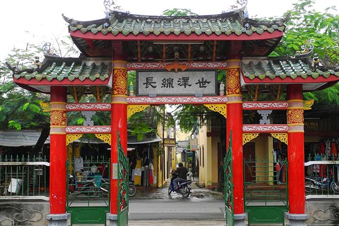 Entrada al templo chino Trieu Chau en Hoi An