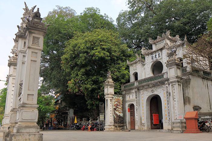 Entrada al templo de Quan Thanh