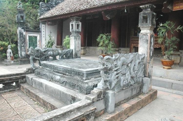 Tumba del rey Dinh en Hoa Lu