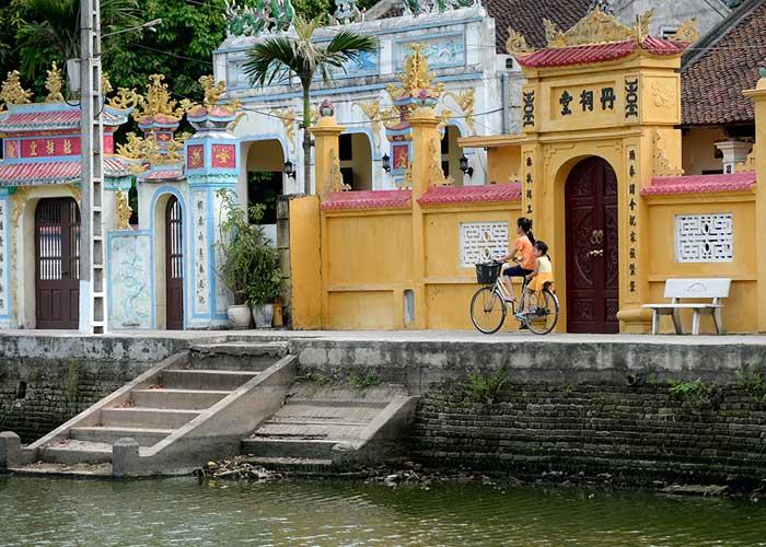 Estanque en el pueblo de Nom cerca de Hanoi