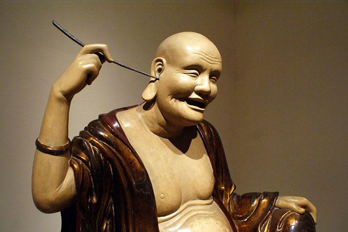 Estatua budista en el museo de bellas artes de Hanoi