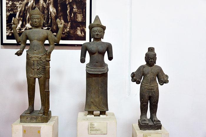 Estatuas hinduistas en el museo nacional de Camboya