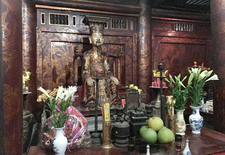Estatua del rey Dinh en Hoa Lu Vietnam