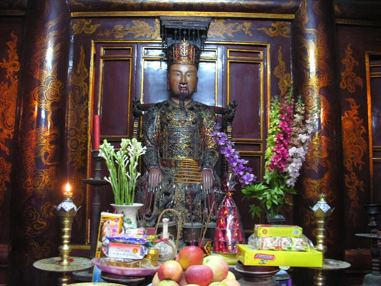 Estatua del rey Le en Hoa Lu