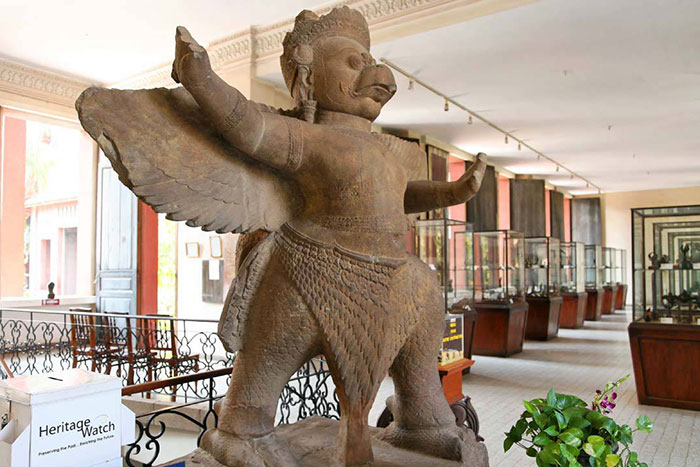 Estatua garuda en el museo nacional de Camboya