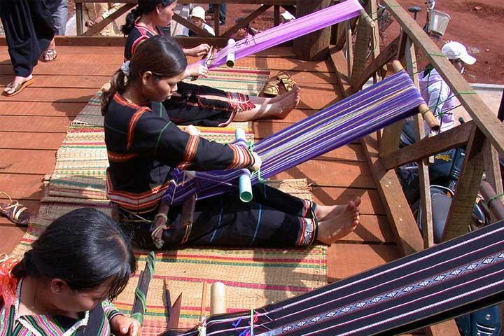 Tejido tradicional etnia Gia Rai