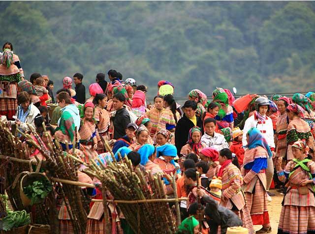 Hmong colorido en las montanas
