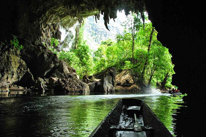 Exploracion en bote de region de Thakhek Laos