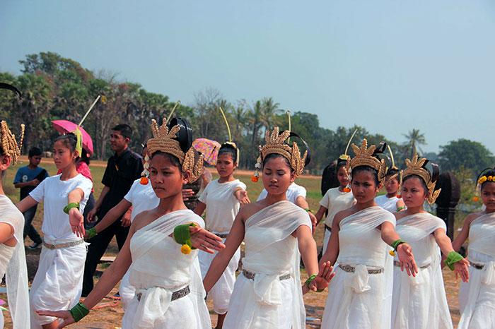 Danza en el festival de Vat Phou