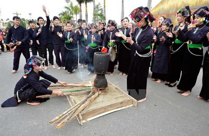 FIesta tradicional etnia vietnam