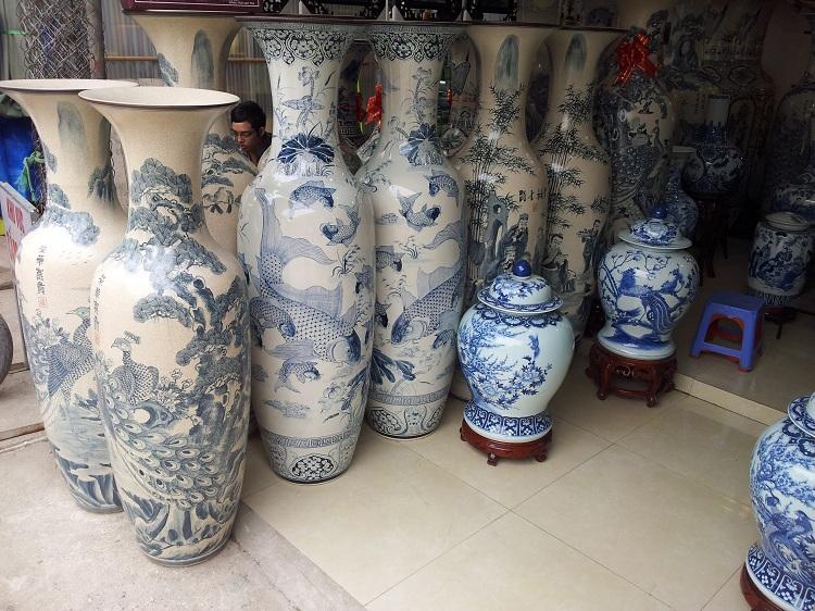 Colección de flores en el pueblo de ceramica de Bat Trang