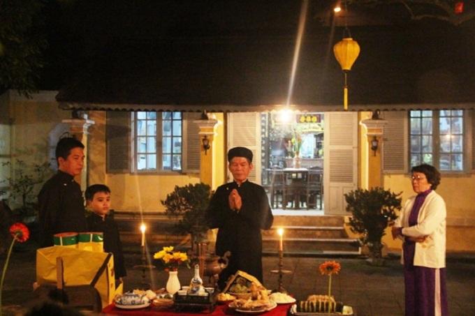 Las costumbres tradicionales del Tet en Vietnam miembro familia