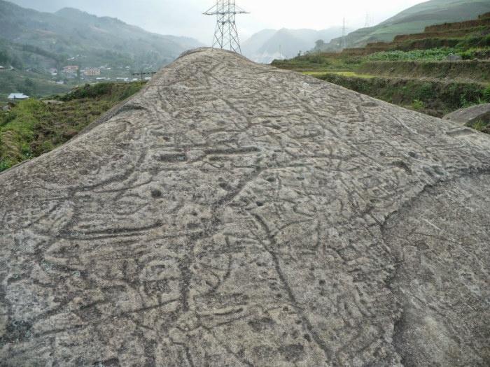 Grabados en el campo de piedras en Sapa