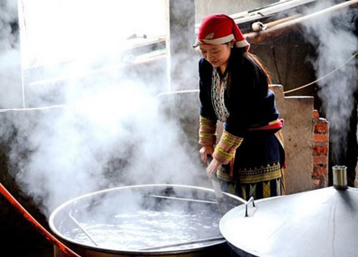 Preparacion de medicina de la etnia Dao rojo en Sapa