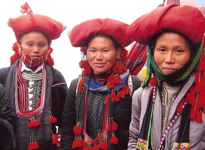 Vestimnenta tradicional de los Dao rojo en Sapa