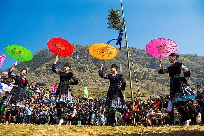 Fiesta tradicional del grupo Hmong negro en Sapa