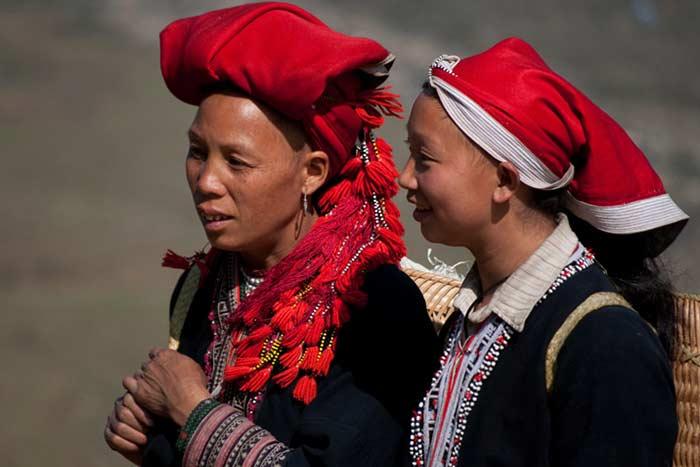 Dos mujeres del grupo Dao rojo en Sapa