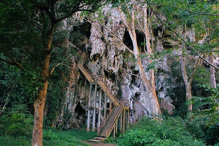 Exploracion de cuevas en Nong Khiaw