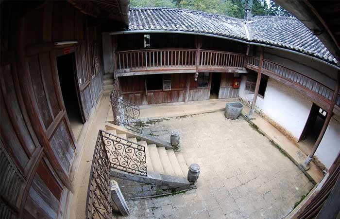 Techo del palacio de la familia Vuong