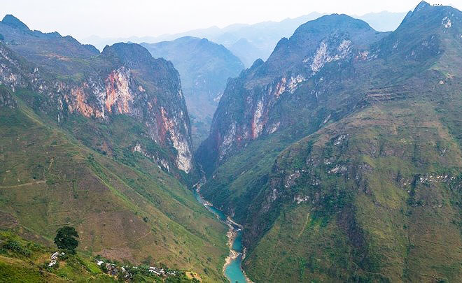 Cauce del rio en Ha Giang Vietnam