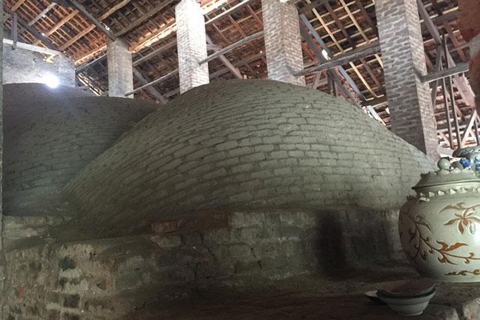Horno antiguo en el pueblo de ceramica Bat Trang