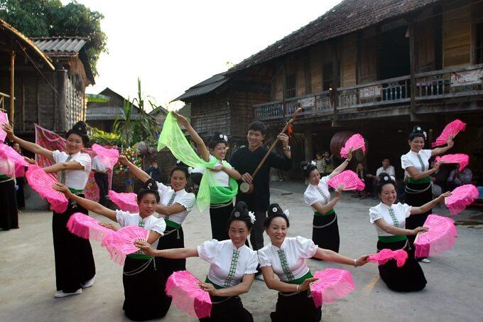 Danza tradicional en Mai Chau Vietnam