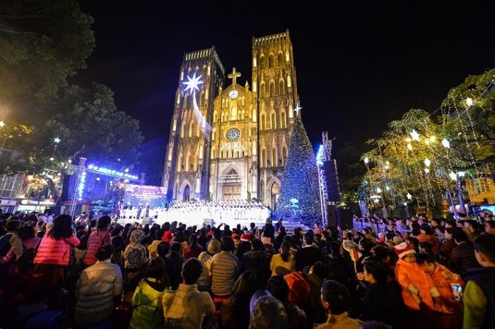 Catedral de Hanoi durante navidad